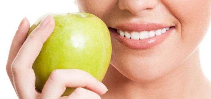 Eating Apple keeps teeth shinning white