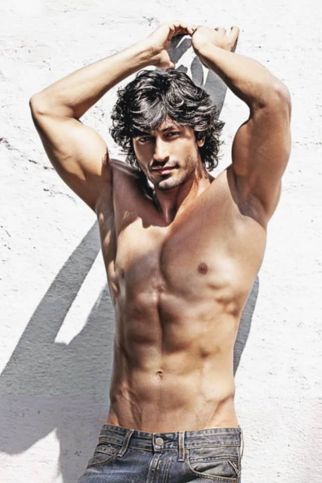 vidyut jaimal sexy figure and abs cut